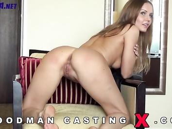 Соотечественница на порно пробах сосет член Вудману
