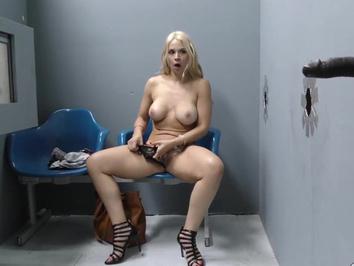 Порно в секс шопе